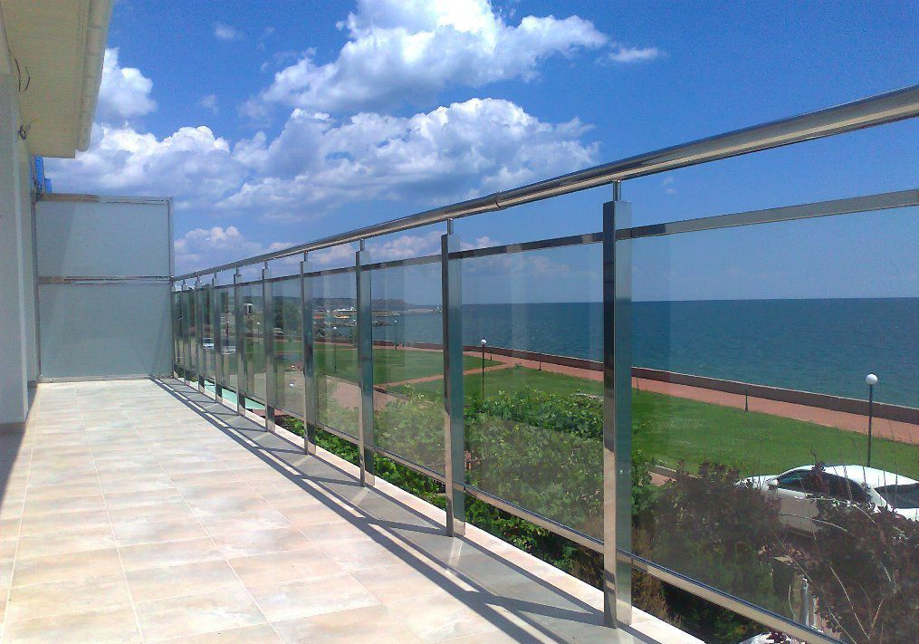 Ограждения балконов из прозрачного поликарбоната.